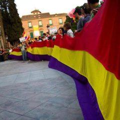 La marea ha sido Tricolor en numerosas ciudades, como en Murcia, en la foto, y se ha desbordado al aparato globalista