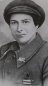 la Teniente del EPR Remedios Jover Cánovas, ascendida en el invierno de 1937,