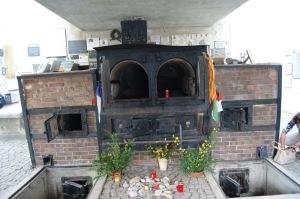 Es horrible. Uno de los crematorios a los que arrojaron a las víctimas para hacerles desaparecer para siempre.