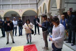 Los escolares catalanes durante el acto de recuerdo