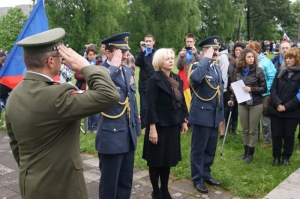 La delegación Checa rinde honores a las víctimas españolas