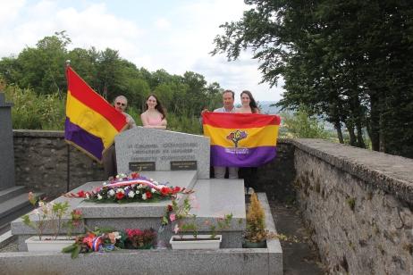 En la tumba del coronel Gingouin